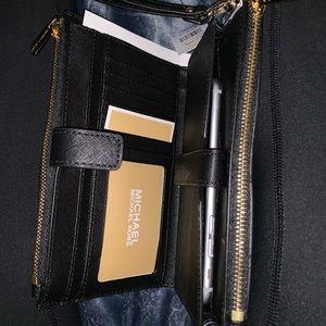 Michael Kors Bags - Michael Kors Wristlet Wallet